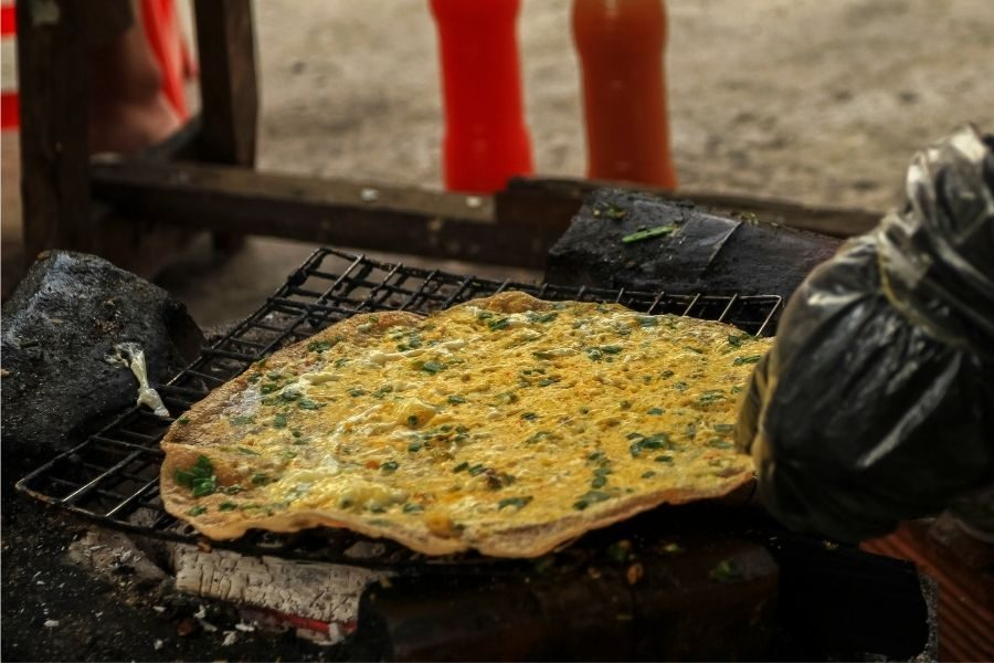 Dalat food mix with egg, onion, sauce, snack and grill on fire