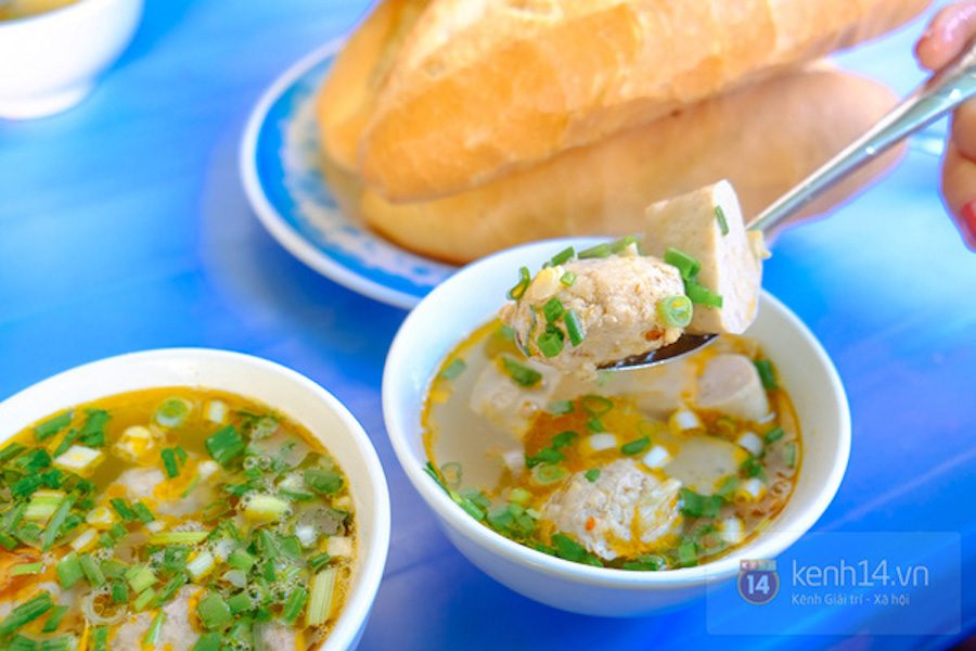 Banh mi dip with meatball soup