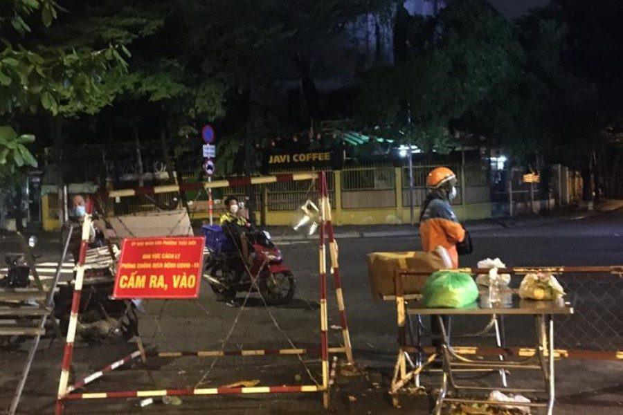 Barriers setting up in Thao Dien - District 2
