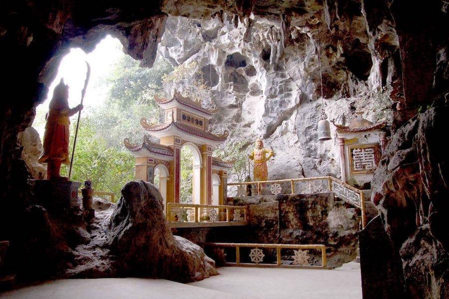 Dich Long cave and pagoda