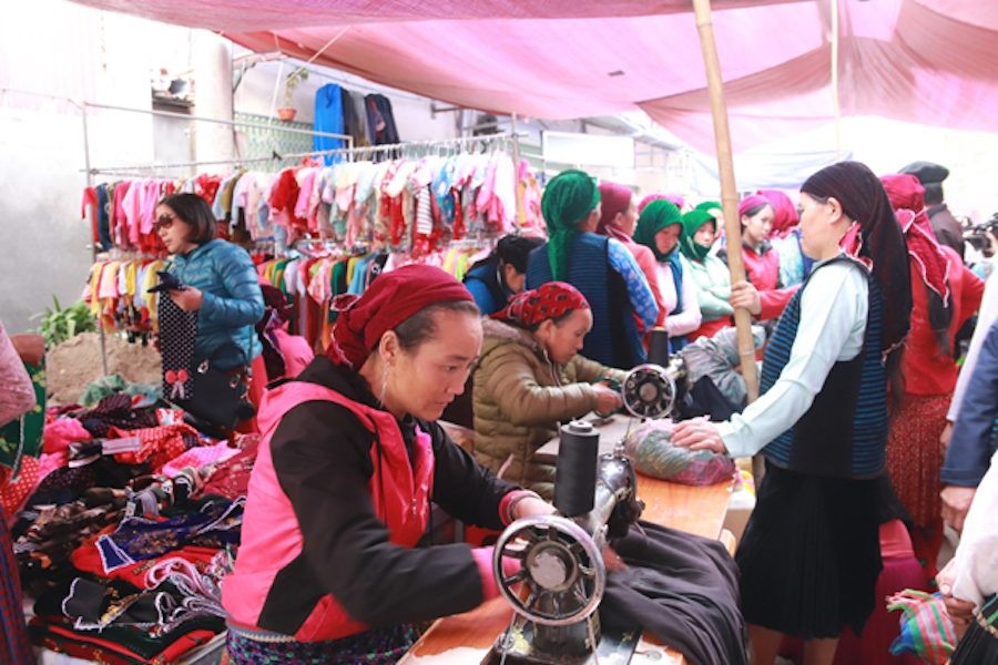 A garment stall of the Dao people at Meo Vac market