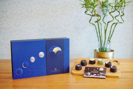 Stand a chance to win a box of D'Art Chocolate Mooncakes this Mid-Autumn Festival!