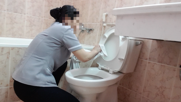 Exposed discovers housekeepers wiping toilets with bath towels in Ho Chi Minh City
