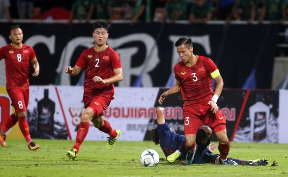 The love of Vietnamese football leads to massive financial losses