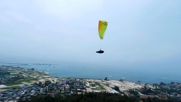 Paragliding an exciting sport in Vietnam to take part in