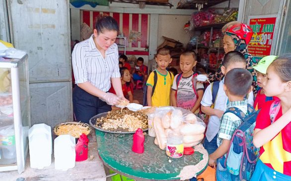 Married Teachers Provide Free Meals for Students in Nghe An