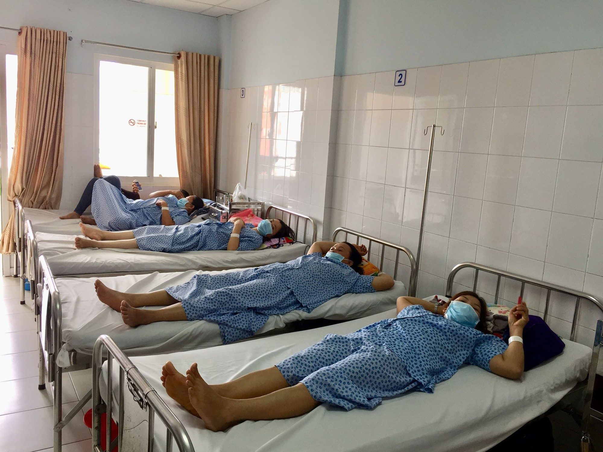 A few dozen quarantined in Vietnam after women died of swine flu