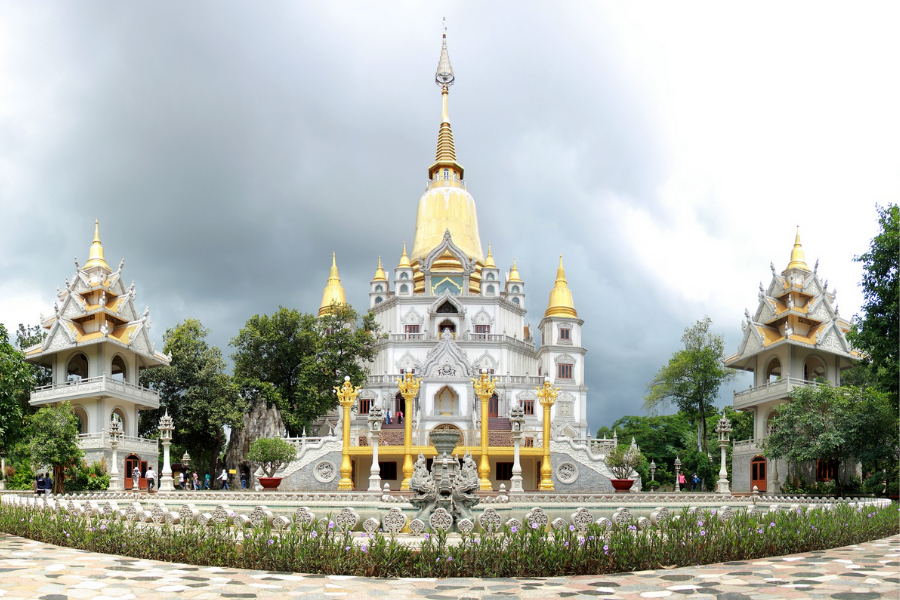 Two Vietnamese pagodas featured among Nat Geo's most beautiful Buddhist temples in the world